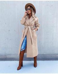 Дълго елегантно дамско палто с колан в бежово - код 5877