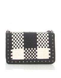 Дамска чанта в черно с ефект преплетена кожа и метални капси - код 92083
