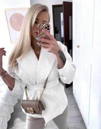 Късо дамско палто с колан в бяло - код 0121