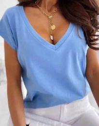 Свободна дамска тениска с остро деколте в светлосиньо - код 2389