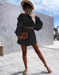 Елегантен дамски комплект блуза с паднали рамене и къси панталонки в черно - код 2072